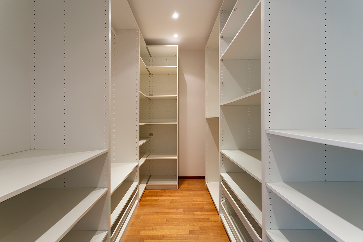 walk-in closet as an amenity in rented properties
